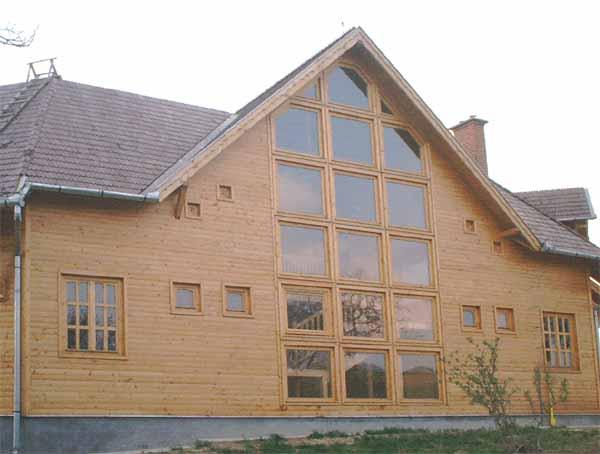 Chalets habitation en bois de roumanie for Chalet habitation bois